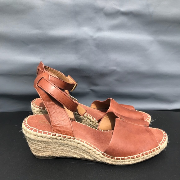 80689bacc8e9 Clarks Shoes - Clarks Artisan Leather Espadrille Wedge Sandals 10